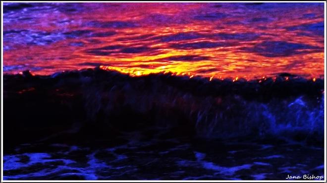 Sunset Waves Canning, Nova Scotia Canada