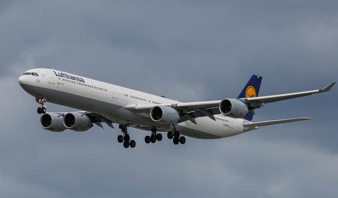 AIRBUS A340 Richmond, British Columbia Canada