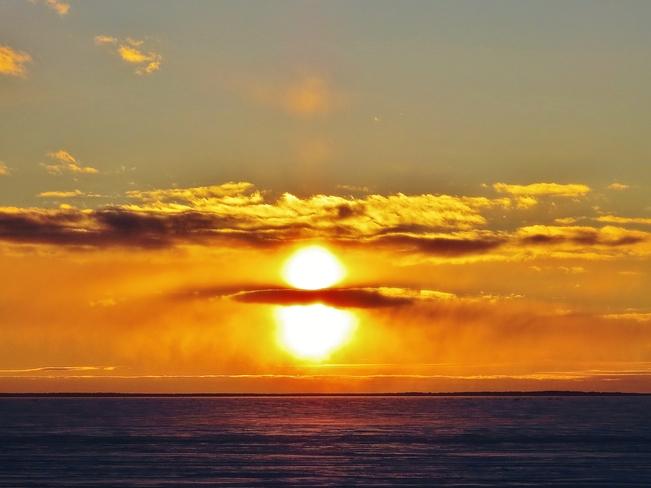 Colourful Lake Nipissing sunset on a 'crisp' evening. North Bay, Ontario Canada
