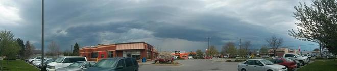 Developing severe storm Shelf Cloud Niagara Falls, Ontario Canada