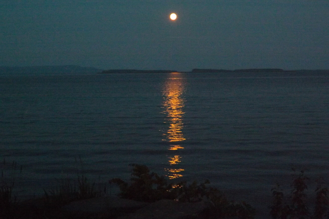 S U P E R M O O N Thunder Bay, ON