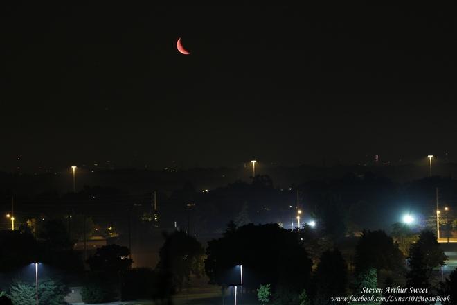 Moon rise in a Foggy Toronto sky Etobicoke, Toronto, ON