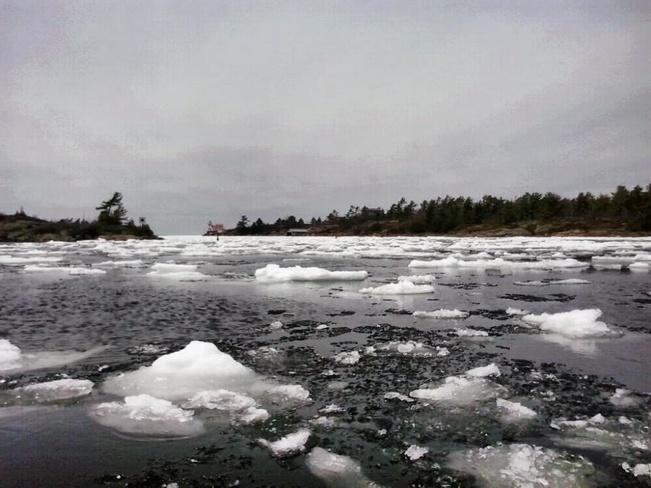 Ice Melting Pointe-au-Baril-Station, Ontario Canada