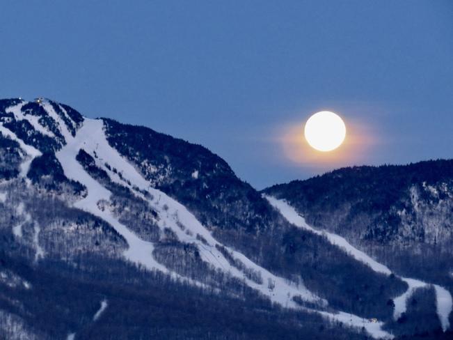 super lune 98 Chemin de la Sucrerie, Orford, QC J1X 6R5, Canada