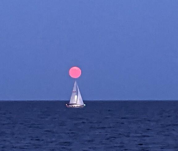 Full moon rise Bronte, ON