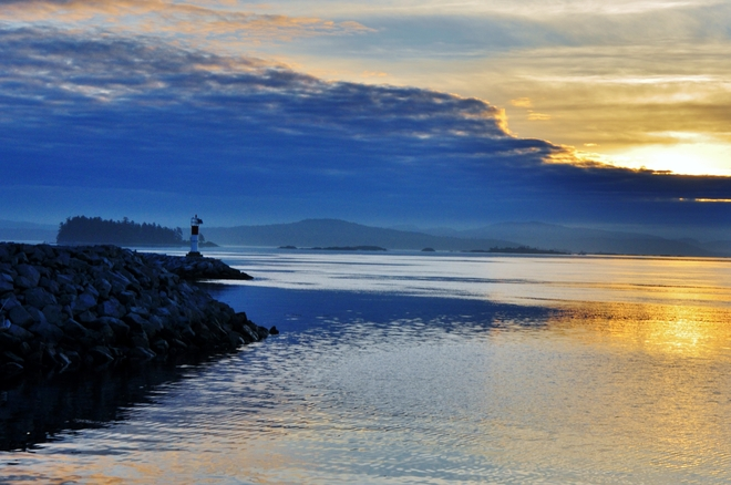 BLUE AND GOLDEN SUNRISE Sidney, British Columbia Canada