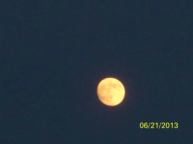 Beautiful Moon Hamilton, Ontario Canada
