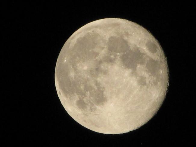Full Moon Thunder Bay, Ontario Canada
