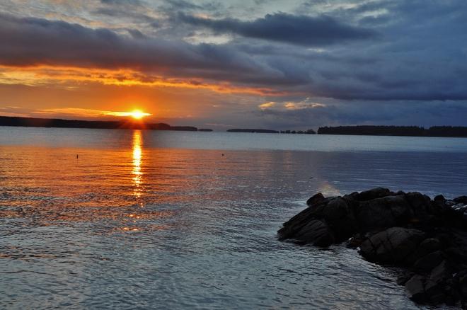 GLORIOUS DEC. SUNRISE Sidney, British Columbia Canada
