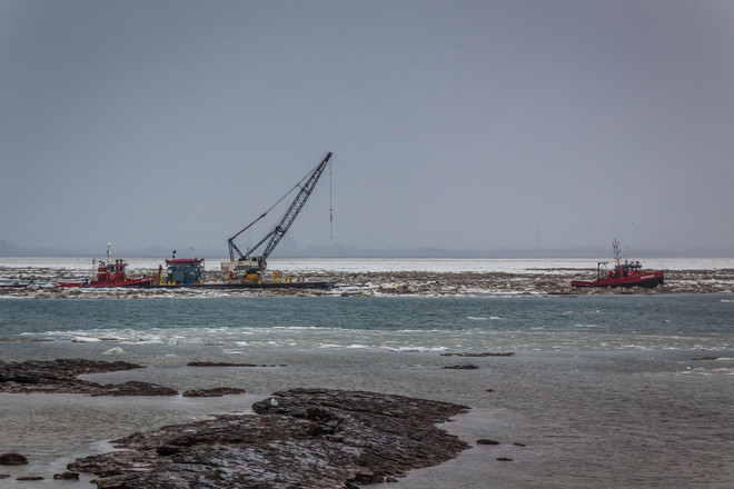 Ice Boom Removal 2014 Fort Erie, Ontario Canada