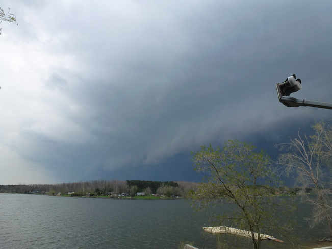 Line of thunderstorms May 13, 2014 Conestogo Lake, Mapleton, ON
