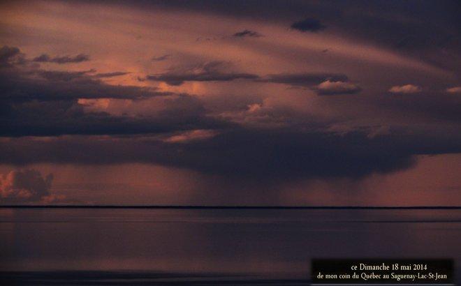 Sous la pluie au loin Chambord, Quebec Canada