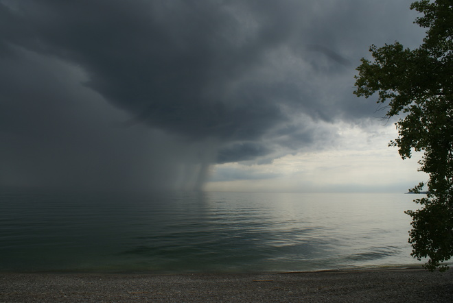 SUPPER CELL ON LAKIE ERIE AT 4:30 PM TODODAY AT THE MOUTH OF PORT MAITLAND ONT. Port Maitland, ON