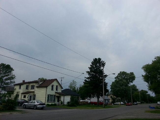 Pics of northwestern sky from Dunnville. Dunnville, Haldimand, ON
