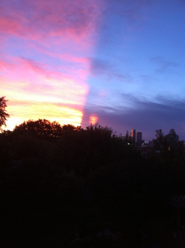 Strange sunset.. how does this happen? Montreal, QC