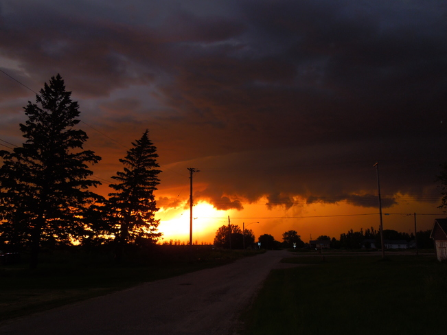 Calm before the storm around 10:00 Hartney, MB