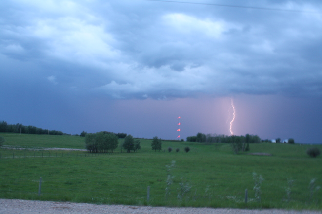 Test chase with some excellent twilight lightning Delburne, AB