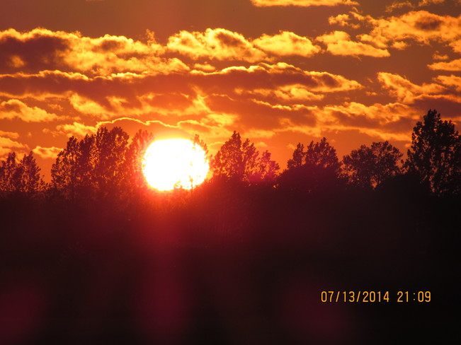 Sunsets, SuperMoon Rising Chelmsford, Greater Sudbury, ON