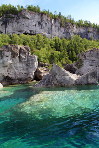 Crystal Clear waters of Georgian Bay on the Bruce Peninsula The Grotto, Tobermory, ON