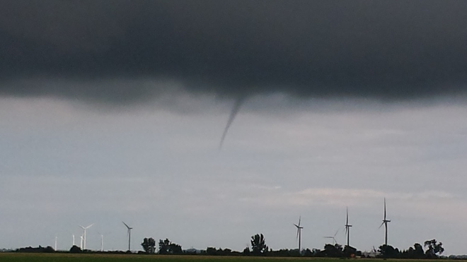 small funnel clouds Tilbury, Chatham-Kent, ON