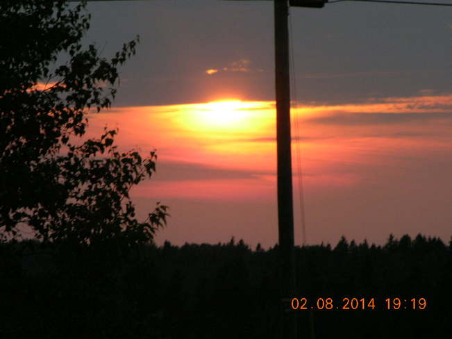 Sun behind clouds than coming out to go down for the nite.. Salisbury West, NB