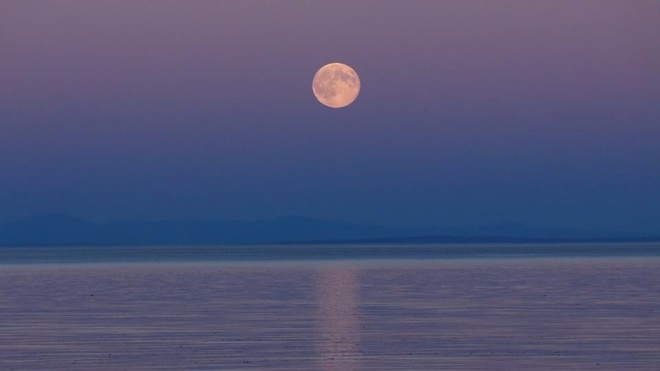 Super Moon As the Sun Sets... Campbell River, British Columbia Canada