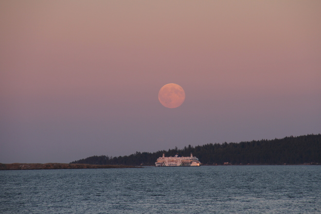 Supermoon over Gabriola island from Piper's Lagoon Nanaimo, BC