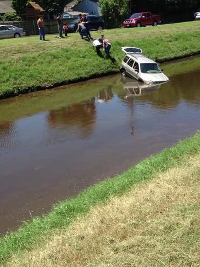 Pic of car and passengers that went into canal on West Esplanade