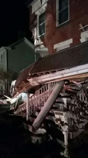 Car crashes into Lexington house