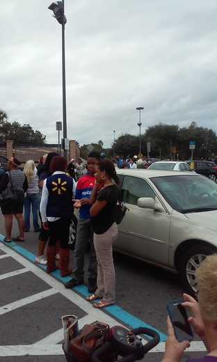 Apopka Wal-Mart evacuated