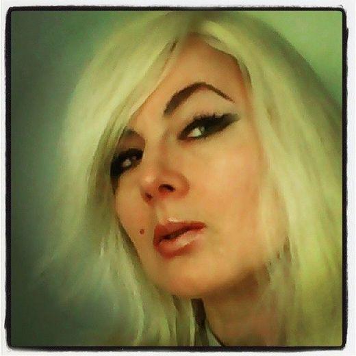 MTV Artist Traci K transition to a HOT Blonde!