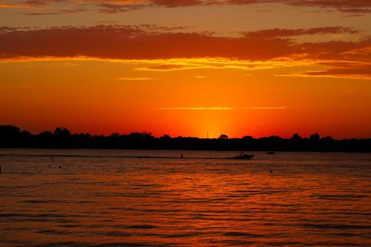 saturday night sunset at lake manawa
