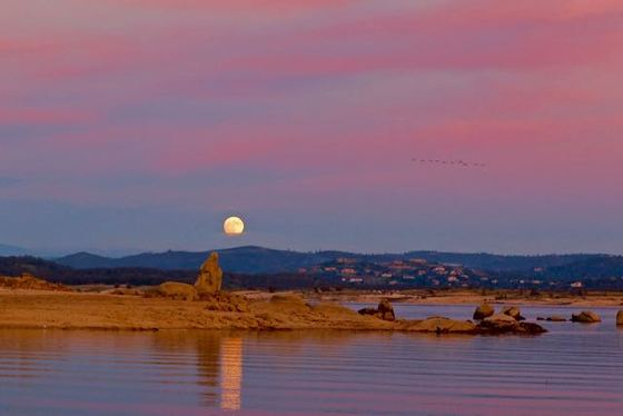 Super Moon rises over Folsom Lake
