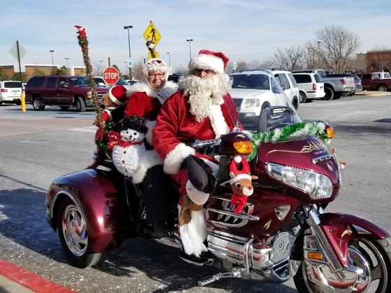santa and mrs clause on trike
