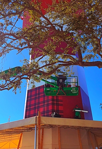 Putting the Plaid On the Harbor Town Lighthouse