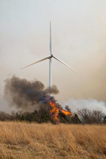 Wind turbine NW of Taloga.