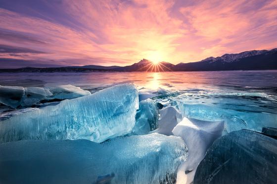 Dawn Breaks, Ice Breaks