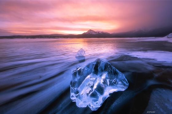 Ice-Diamond @ Frozen Abraham Lake, Canadian Rockies