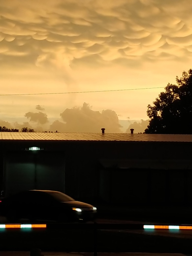 I took these pictures last night at work on 84th street in Ralston nebraska