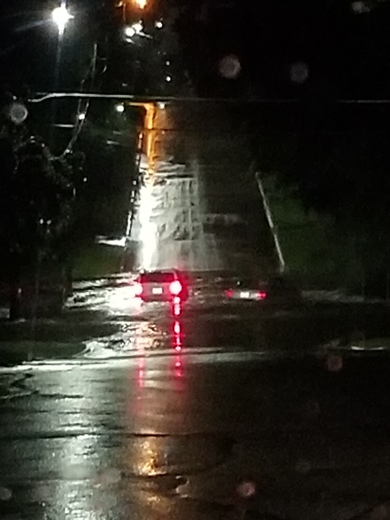 This picture was on  64th street between Douglas and Urbandale ave last night in Urbandale