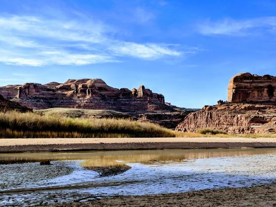 Colorado River cutting through the Moab rocks