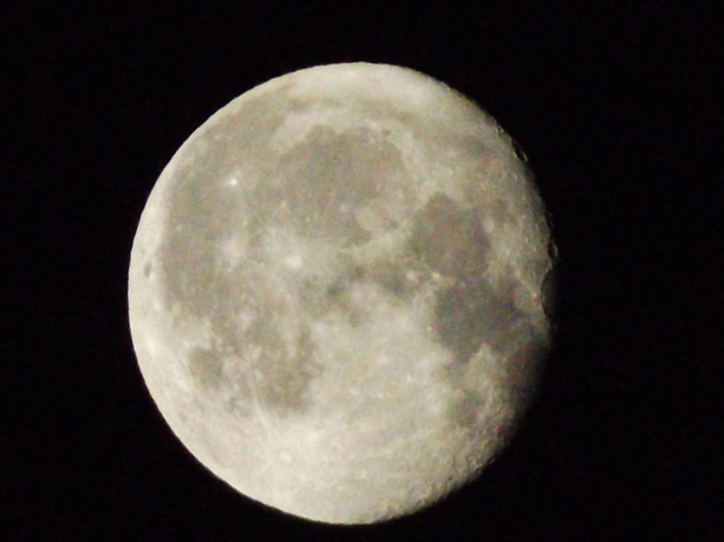 5th straight night for the full moon to shine 820 Island Dr, Thunder Bay, ON P7C 6B8, Canada