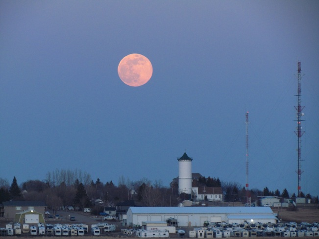 Pink Supermoon Tuesday April 7, 2020 Weyburn, SK