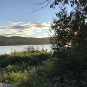 Aurore sur le lac.
