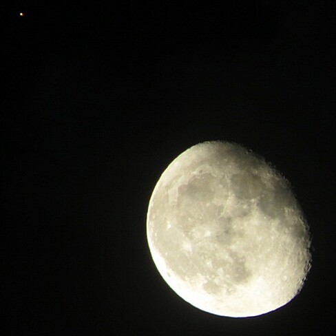 The moon and Mars haning out together. Nepean, Ottawa, ON