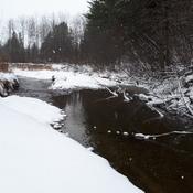 Notre petit ruisseau dans la neige