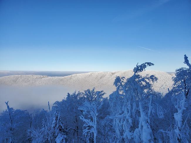 Au-dessus des nuages Mont Sutton, Rue Maple, Sutton, QC