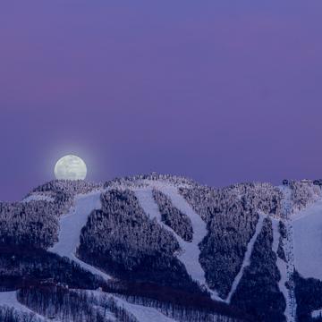 Pleine lune sur le Mont-Tremblant