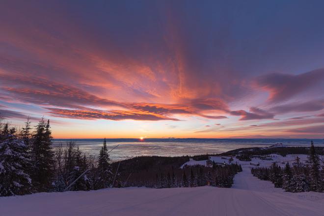 Enfin le soleil sort! Le Massif de Charlevoix, Chemin du Massif, Petite-Rivière-Saint-François, QC