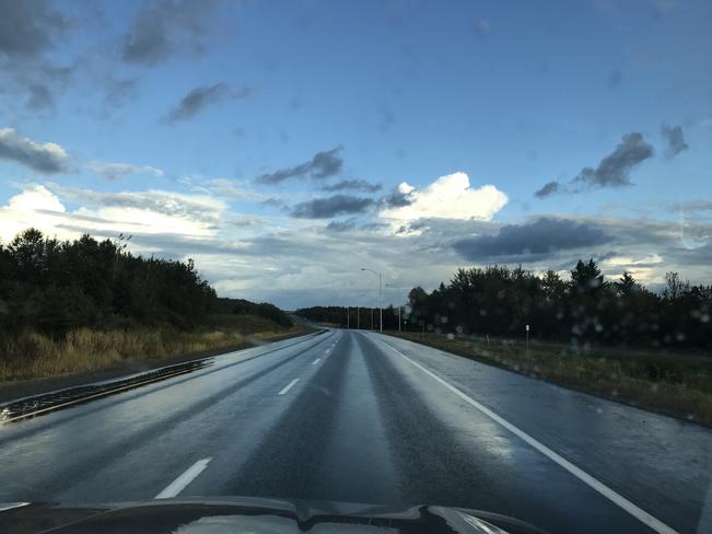 Journée sous la pluie Saint-Georges, Québec | G5Y 1V1